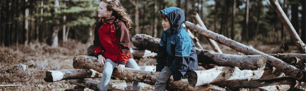 Lapset puuvajassa